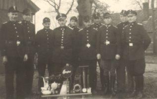 1. Gruppe 1953, vor dem alten Gerätehaus